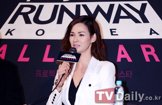 韩版《天桥风云全明星季》召开记者会 李素拉身干练西装出席