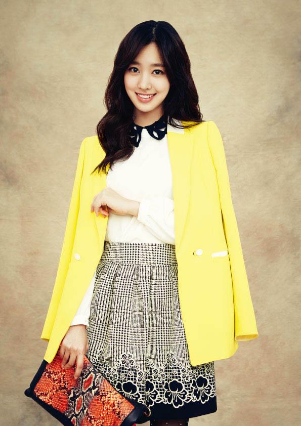 陈世妍拍服装广告 成清新亮丽的春天少女