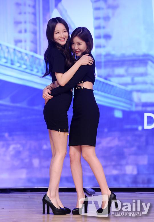 davichi姜敏京穿迷你裙出席新辑showcase
