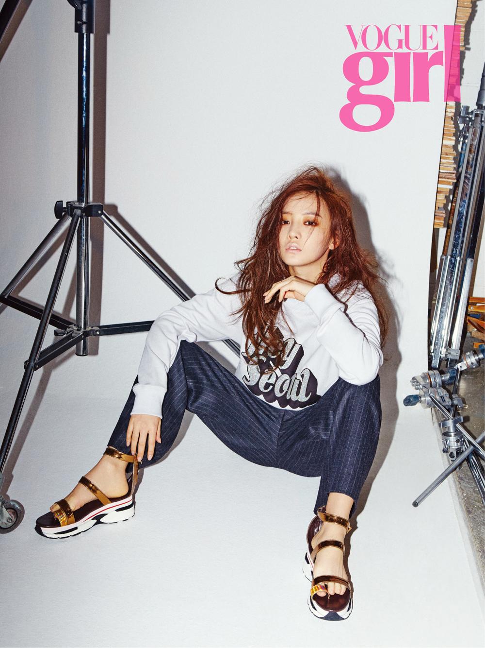 Kara具荷拉演繹帥氣早春時尚 - KSD 韓星網 (畫報) | Girl korea, Girls magazine, Kpop girls