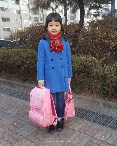 「珍珠上小学!」《请回答1988》里饰演善宇妹妹的金雪