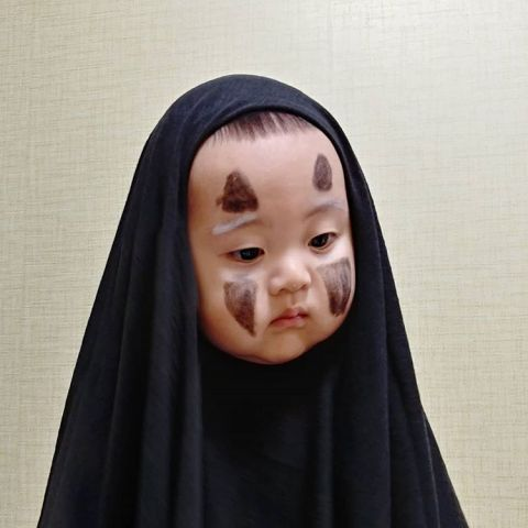 最后还是哭出来! 韩国小孩被妈妈打扮成无脸男,表情连拍好无辜