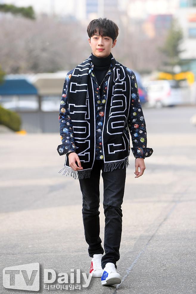 2PM黄灿盛将于6月金珉锡11日现役入伍粉丝为他祝福打气
