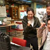 《鸡不可失》超越《鸣梁》 刷新韩国影史票房收入纪录!