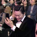 【第40届青龙电影节】曹政奭和润娥被《极限逃生》导演的严重口误逗笑XD