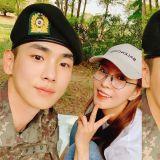 女神去軍隊看他啦!BoA更新與key合照:「我們起範,穿軍裝也那麼適合,下次還會來的!」