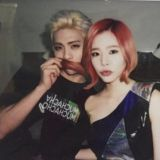 SM單獨DJ代表 Sunny、鐘鉉要好合照