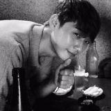 BTS防弹少年团V不仅为《梨泰院CLASS》献声,还去片场探班了哥哥朴叙俊