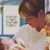 Wanna One姜丹尼尔、郑雨盛和天使...一起拍公益活动写真