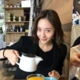 Krystal亲自剪影片为Jessica庆生! 姐妹俩感情真的太好啦~