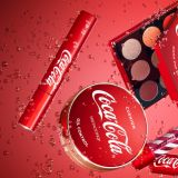 當飲料品牌撞上化妝品牌,還要是可樂味的!小心把唇妝吃掉了哦~