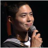 [有片]海軍二兵朴寶劍登上《護國音樂會》MC!帥氣不減還不忘宣傳《青春紀錄》跟《永生戰(徐福)》!