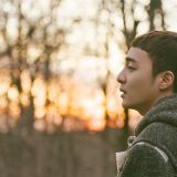 冬日尽头回暖良方!Roy Kim 隽永新歌〈那时分手就好了〉持续横扫音源榜