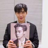 【有片】金宣虎开箱BTS防弹少年团写真集!看到封面上的Jimin就开始感叹:「好帅啊!」