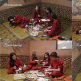BLACKPINK竟在汗蒸幕點了8萬韓元的餐點!Jennie笑倒表示:「我第一次看到有人來汗蒸幕吃這麼多」