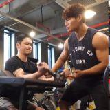 金钟国频道更新啦!卞约汉首度尝试金氏训练课程,全程暴汗不止:「跟你健身比拍戏更累!」