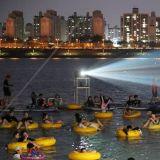【旅遊資訊】漢江水上電影院來啦! 坐在浮床裡不要太愜意喲~
