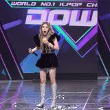 SOMI拿到SOLO出道后的首个一位!安可舞台太开心,奖杯才拿两分钟就「断头」露出超惊讶表情 XD