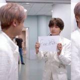 接到「Free Hug」任務的BTS防彈少年團V...拿著紙張看著哥哥!網友:「好可愛,直接去抱就可以了嗎?」