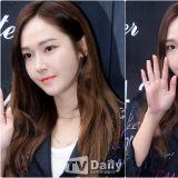 Jessica 出席開店儀式 黑白時尚簡約中見不凡