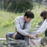 《Doctors》最新剧照公开!金来沅&朴信惠在公园甜蜜约会!