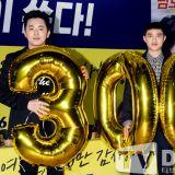 【OUTFIT】EXO D.O.&曹政奭履行承诺 《哥哥》观影破300万请观众喝咖啡