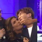 利特遭墨西哥女MC襲吻!臉被親到變形 E.L.F憤怒:這是性騷擾