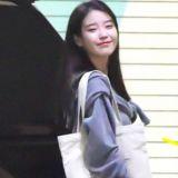 【K社韓文小百科】IU街拍美照環保袋亮了!連秀智&V都愛這個品牌