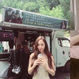 Krystal認證! 朴信惠為《河伯的新娘》送咖啡車,《繼承者》的好情誼一直延續到到現在啊~