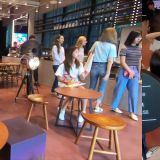 去JYP新大樓咖啡館,竟然偶遇TWICE和Stray Kids!