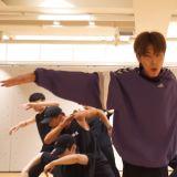東方神起允浩SOLO主打歌《Follow》練習室舞蹈影片,大展舞王風範!