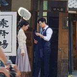 《死之詠讃》街拍劇透照曝光 李鍾碩&申惠善衣著復古親密相擁