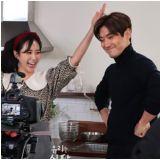 俞利网路节目《俞利的餐桌》遇上美食家崔始源:有点紧张了!