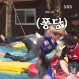 笑翻~《我家的熊孩子》3届团结大会借《Running Man》道具玩水,各种摔倒落水结果超意外