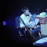 療癒唱作小天王 ROY KIM週六抵台   標準神翻唱〈天黑黑〉你還沒聽過嗎?