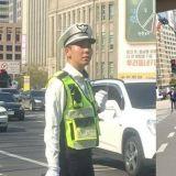 正在执勤中的Loco义警被捕获!网友:「太可爱了,这样不会造成交通堵塞吗?」