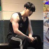 这是要摆脱「没用的身体」称号吗?安宰贤更新健身近况照,手臂肌肉吸引大家的视线!