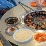 又一个家乡味!《新村站著吃烤肉》海外一号店就在台北!