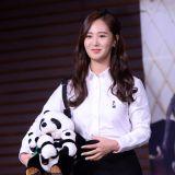 少女時代Yuri出席《Animals》發佈會手捧熊貓