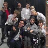 幸运粉丝在演唱会后台见到BIGBANG!GD还送了唯一的《IF YOU》Demo给粉丝!