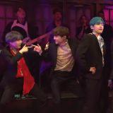 BTS防彈少年團在美國SNL表演《Boy With Luv》的經典一幕:也太享受舞台了!
