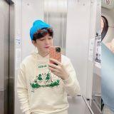 SJ 神童分享「花美男」自拍照,粉絲:OPPA真的又瘦又帥,連手指頭都細了~