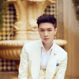 EXO LAY首張SOLO專輯與社長李秀滿共同署名 成SM首位IDOL製作人