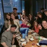 tvN《金秘書為何那樣》劇組聚餐!朴俊和導演、朴敘俊和朴敏英都來了 沒來的成員就用「P圖」處理