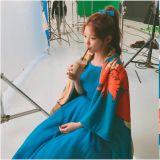 金裕貞拍攝廣告側拍圖 就是個超可愛的小精靈!