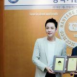 令人羨慕的暖男學長!張根碩為母校慨捐一億韓元獎學金