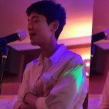 「拿起麦克风比听诊器更顺手的医生!」《机智医生生活》工作人员分享郑敬淏唱歌照片