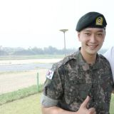 2PM 的义气!三哥玉泽演去军营探班黄灿盛