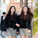 當我們羨慕韓國的校服比較美時,韓國學生卻表示很想穿這裡的校服呢!?