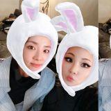 这是时隔多久的合照啦!在法国巴黎相聚的CL及Dara 公开可爱的友情自拍~